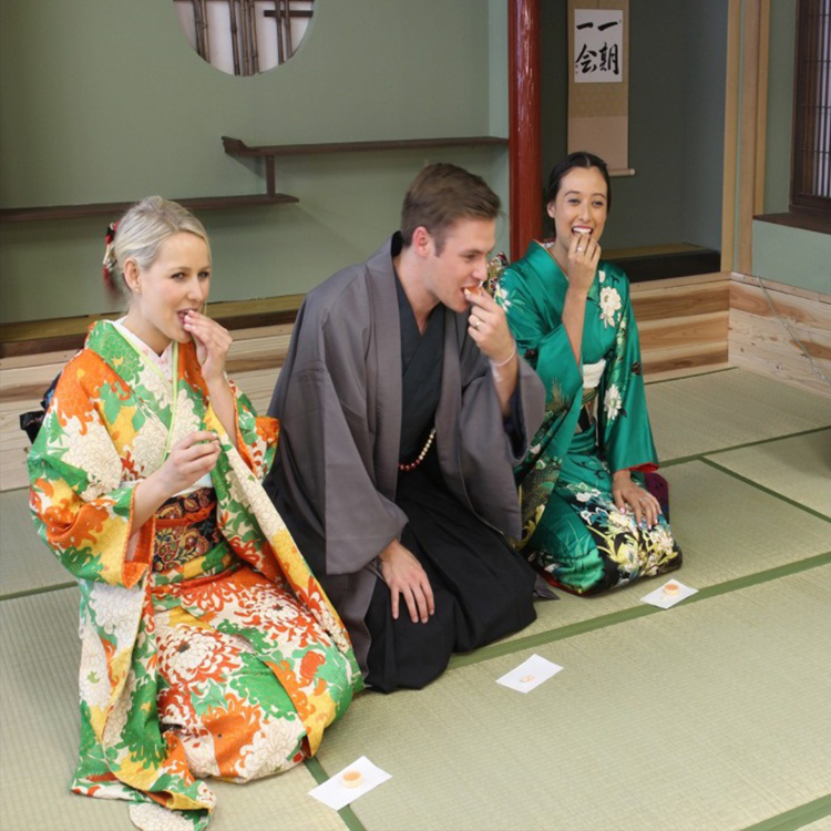 [Cultural Experience program]Easy way to experience Japanese culture like caligraphy or tea ceremony.