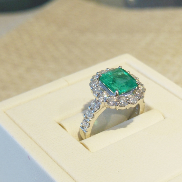 Pt900 Emerald(2.06ct) diamond(1.20ct) ring
