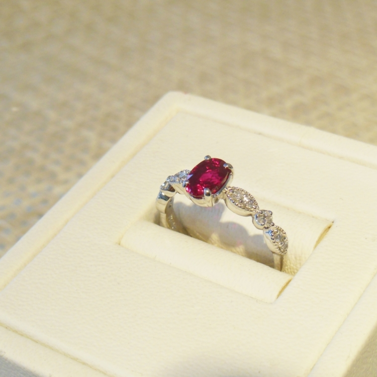 Pt900 Burma PigeonBlood Ruby(1.01ct) diamond(0.18ct) Ring