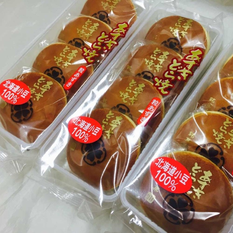 Azuki Dorayaki – 4 pieces (small pancakes filled with sweet bean paste)