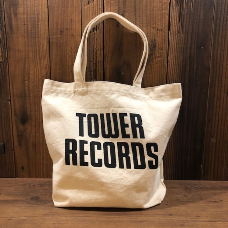 <TOWER RECORDS 帆布袋 Ver.2><br /> TOWER RECORDS 帆布袋的第二彈登場!色彩種類含四種(黃、白、黑、紅)<br /> 含有內置小口袋使用更便利!<br /> 澀谷店2樓的 TOWER BOOKS販賣中。
