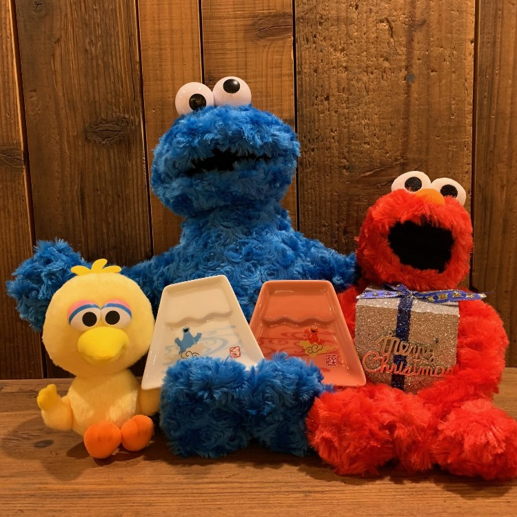 &lt;Sesame Street Pair Fuji dish&gt;<br />