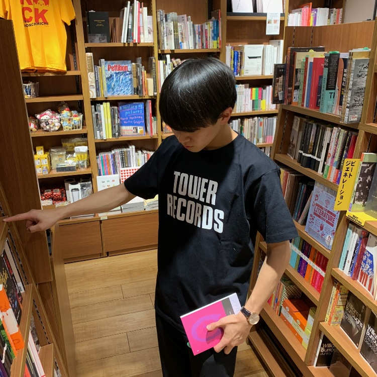<TOWER RECORDS ORIGINAL T-shirt> It's a short-sleeved T-shirt with a simple tower records logo and easy to style.The color variation is yellow, white, black, three kinds, size is S, M, L, XL are four sizes.  Shibuya store 2F TOWER BOOK is in handling.