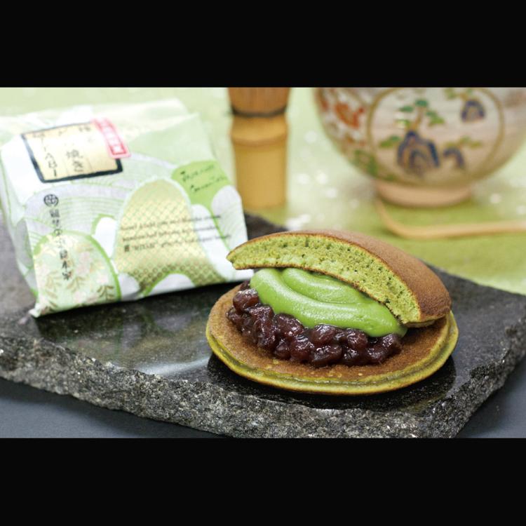 Miyabi Matcha Green Tea Dorayaki Dorayaki (small pancakes with filling in between) filled with a perfect harmony of adzuki beans and matcha green tea cream