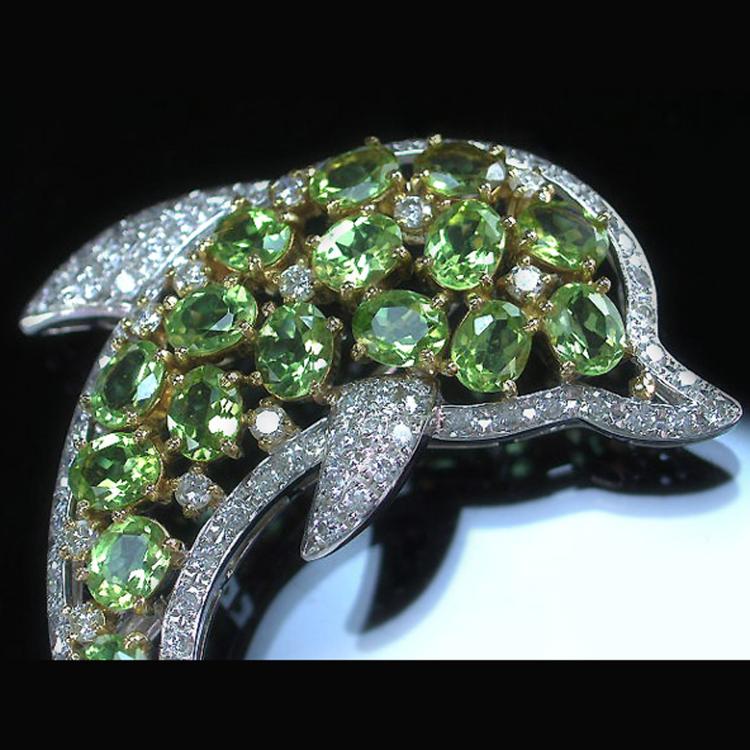 Peridot 6.71ct total, Diamond 2.09ct total K18WG combined Pendant head/ Brooch