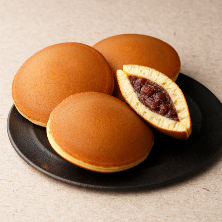 Mikasayama(two small pancakes with bean jam in between)