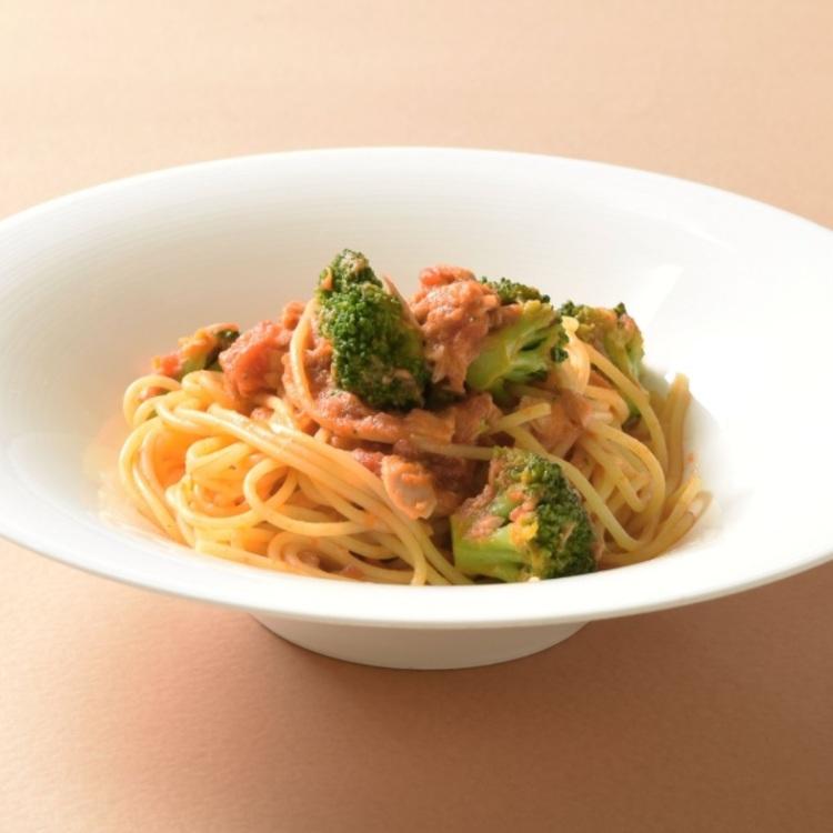 tuna and broccoli pasta with tomato sauce