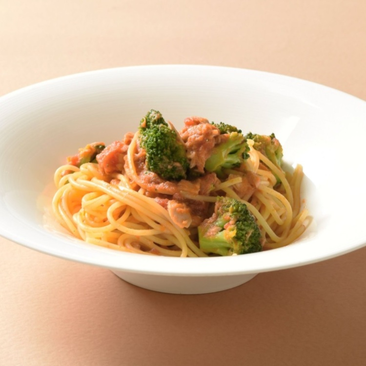 tuna and broccoli pasta with tomato sauce