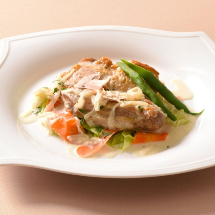 boiled chicken with white wine (cream sauce)