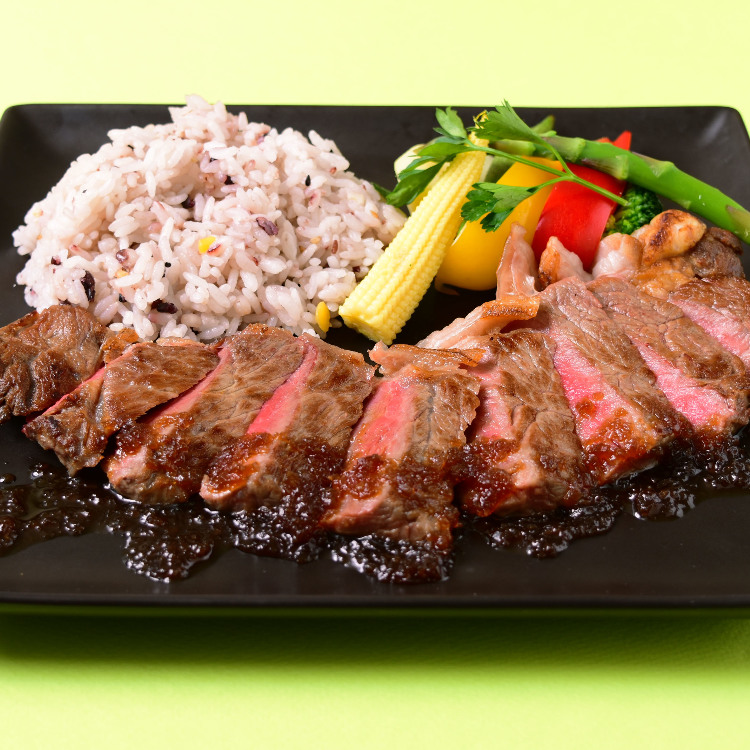sirloin steak with grated onions sauce