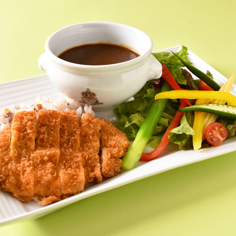 curry with Japanese pork cutlet and summer vegetable salad