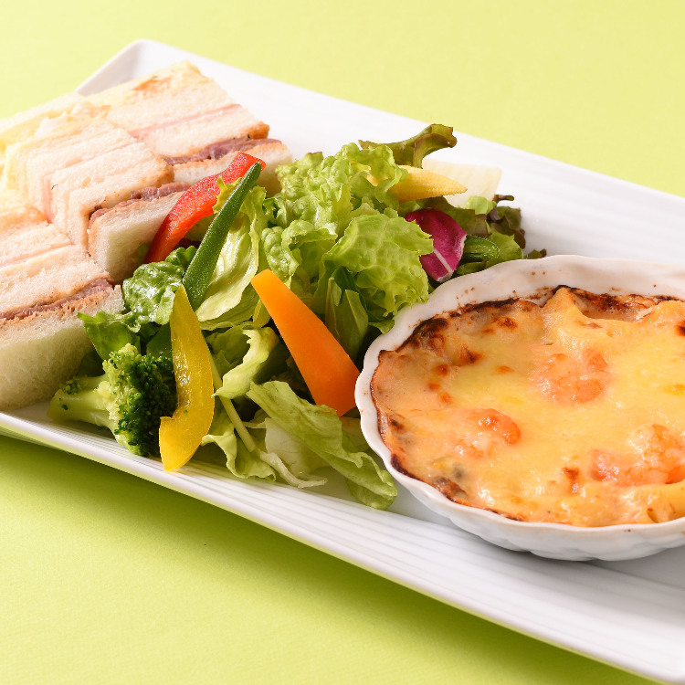 mini gratin and sandwiches