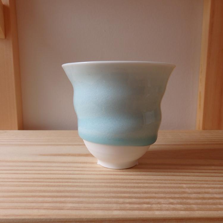 居住于栃木县的陶艺家我妻淳的多用途杯