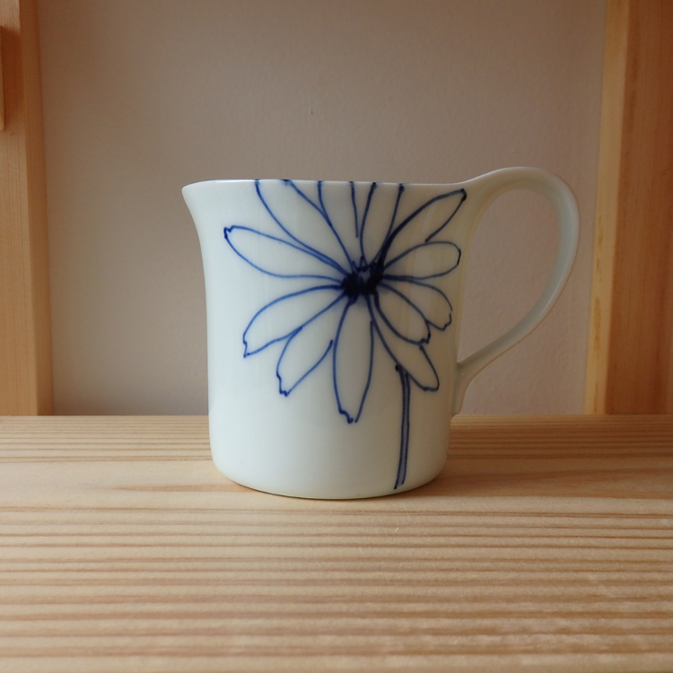 Hand-painted, floral-patterned mugs by Shingama , based in Seto City, Aichi prefecture.