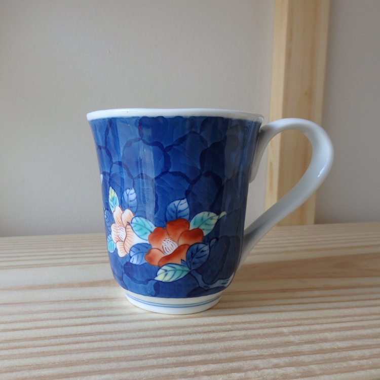 Hand-painted, floral-patterned mugs from Aoyama-kiln, Imari City, Saga prefecture