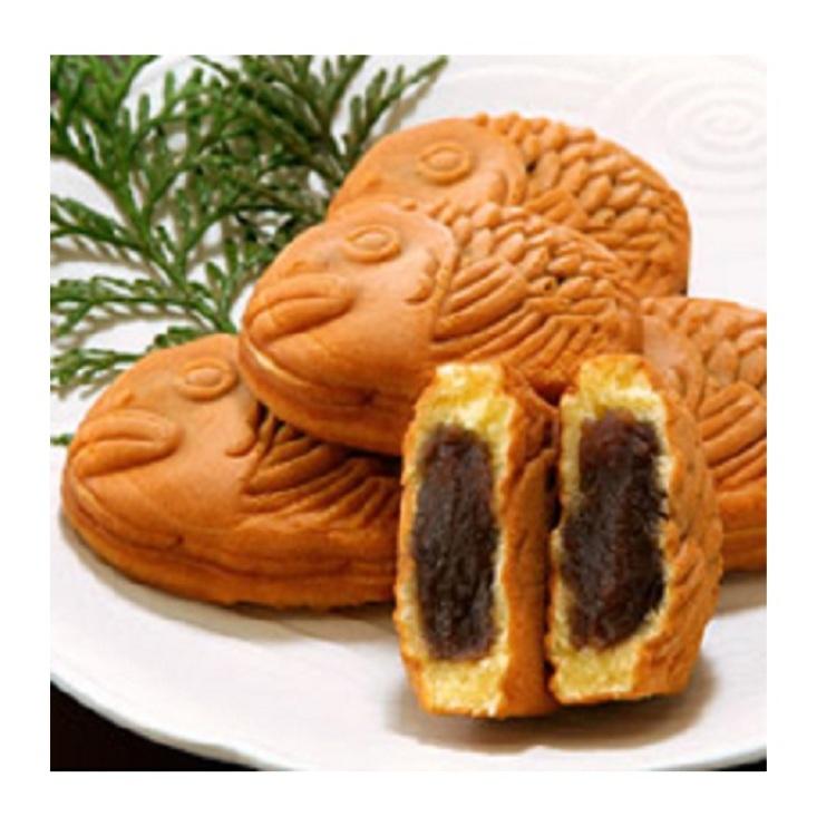 """축하와 선물로 추천합니다 길조 형태의 """"붕어빵""""입니다.  日本橋屋 長兵衛 / · 천하 도미 병 (천하태평)  ■A Bld. B1F=Seibu Food Center"""