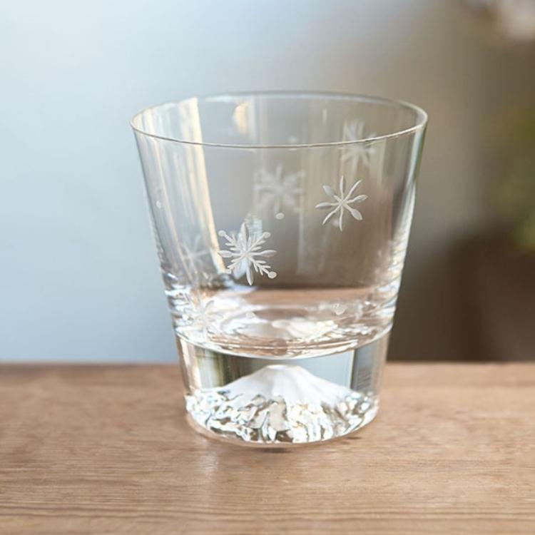 [Limited Item] Edo Kiriko Glass Mt. Fuji Rocks Glass (Snow Crystal Pattern/Packaged in Wood Box)