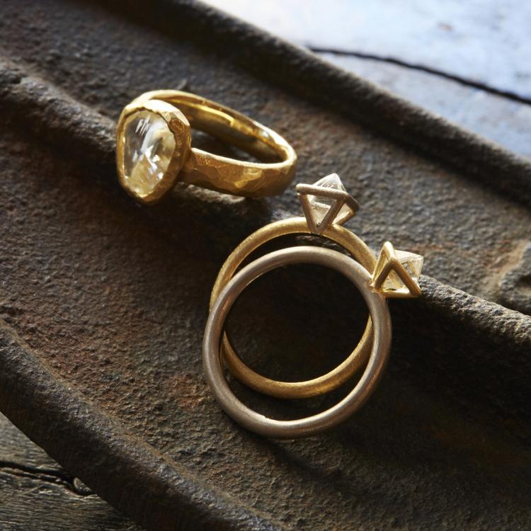 rough diamond<br /> 使用钻石原石制成的珠宝