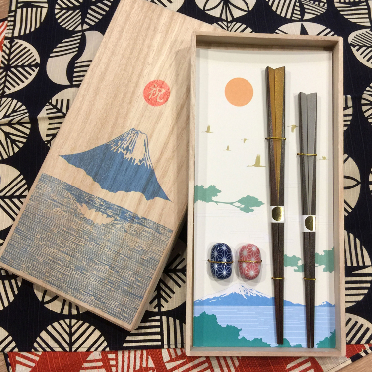 Gift Set: Includes a gift box and wrapping, both made of Japanese washi paper