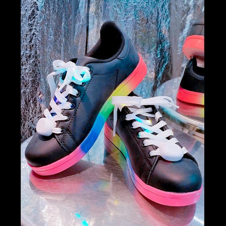 闪亮的彩虹运动鞋