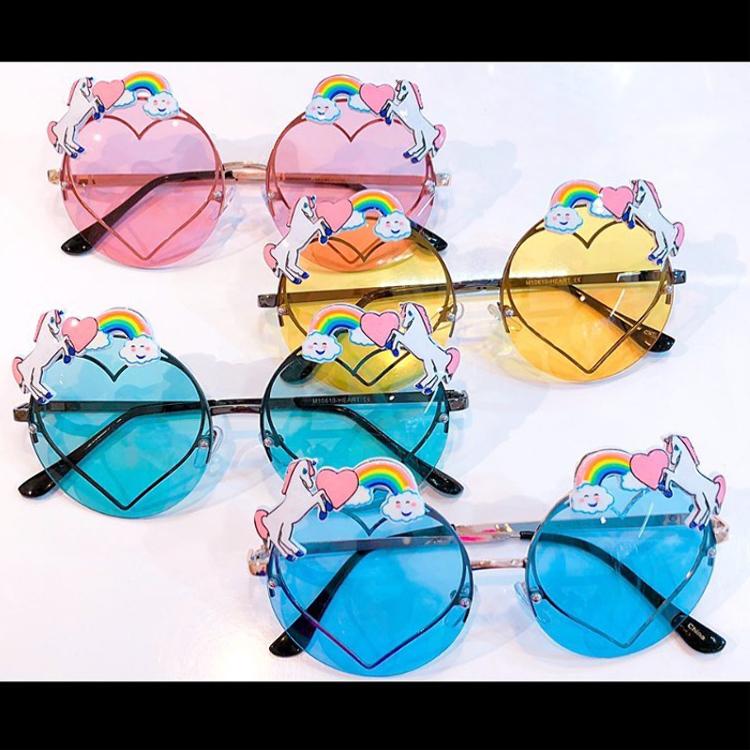 多彩的独角兽太阳镜