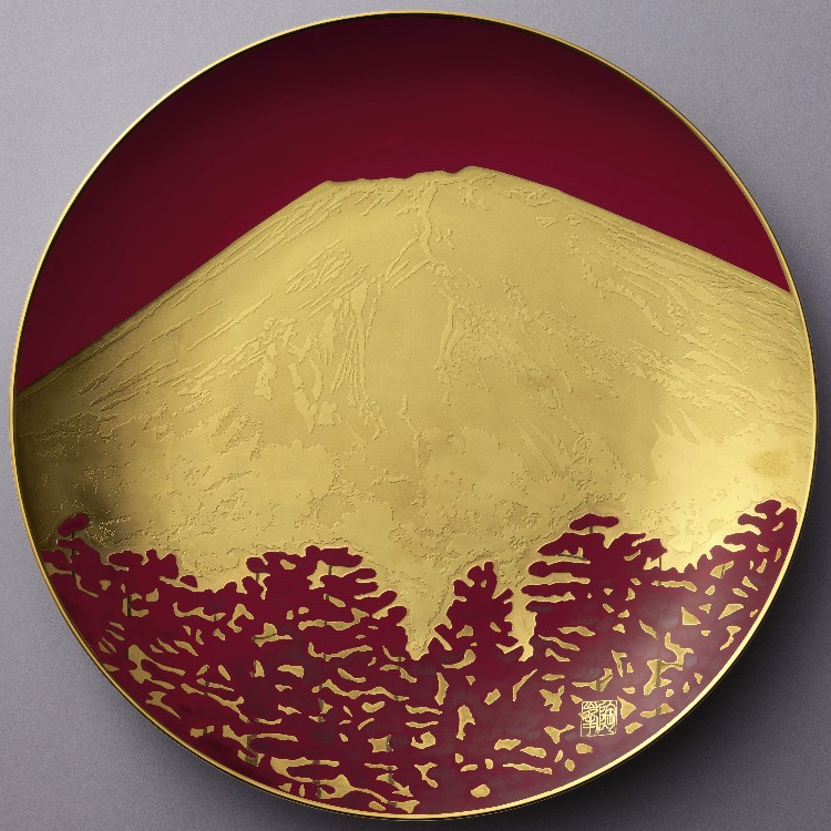 """Show Plate """" AKA-FUJI""""  The gorgeous dish which Mt.Fuji is drawn by Gold.  \500,000"""