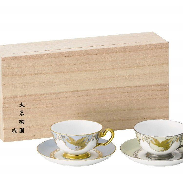 """The Emperor and Empress who will be 30 years in 2019. This is a pair-cup saucers  with high dignity which designed the two signs of """"榮"""" and """"白樺."""