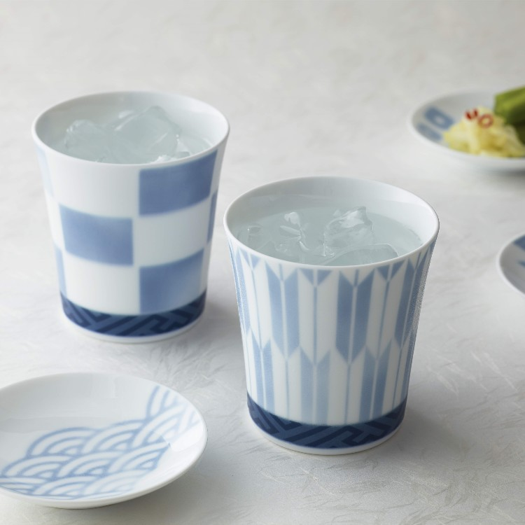 This is a tumbler that designed modern Japanese traditional patterns. You can use it for various drinks such as soft drinks and alcohol. Pair set is also recommended for gifts.