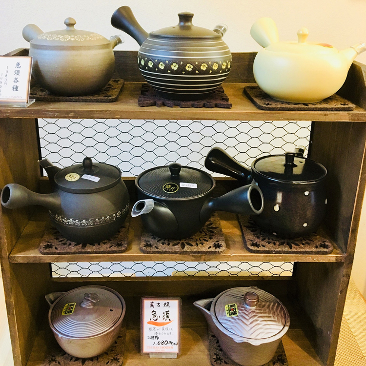 [Tea pots and sets] Select from a variety of pots and sets to make delicious tea.