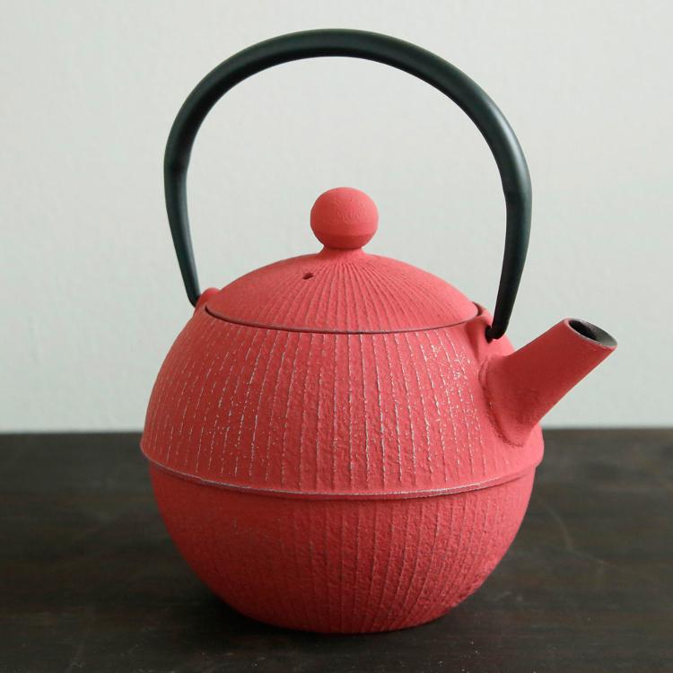 Nanbu ironware teapot (pink)