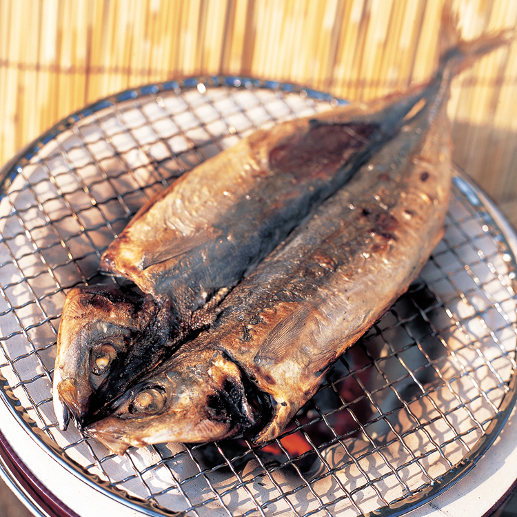 Kusaya (salt-dried mackerel with strong smell), an Izu Islands specialty<br /> Kusaya is a type of dried fish that was first made on the Izu Islands 400 years ago. It is characterized by its distinctive smell and flavor and its long shelf life.