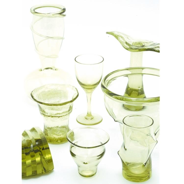 伊豆諸島の工芸品(例:新島ガラス)