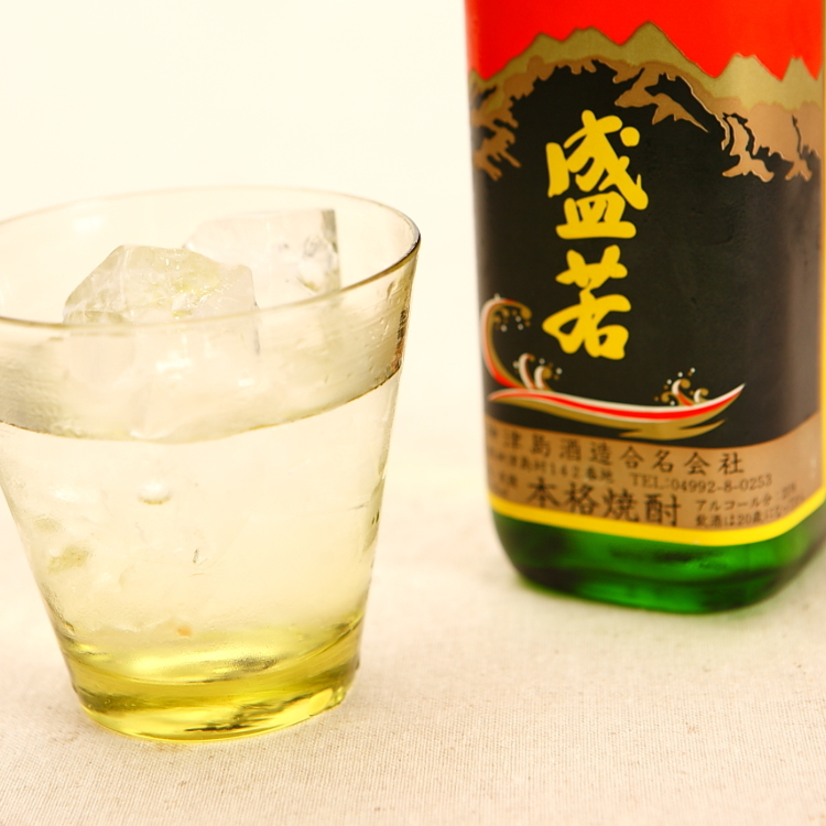 Shochu is Japan's most famous distilled spirit. It is made using a different process from sake, which is brewed. And while sake is made from rice, the main ingredients in shochu are potatoes and grains. It has an alcohol content of around 20 to 45%.