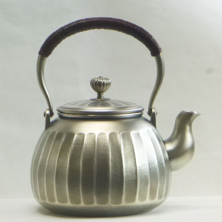 12 cm Sterling Silver Kettle (Ribbed) Supervised by Living National Treasure Houseki Okuyama