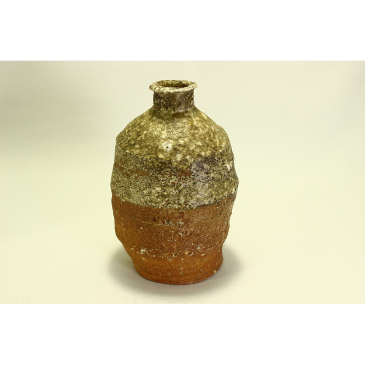 Shigaraki sake bottle<br /> *Prices may vary, so please give us an inquiry.