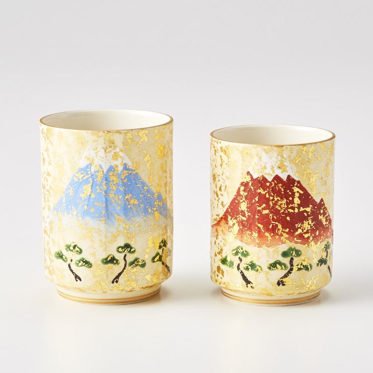 Tea cup with Mt. Fuji painted in golden background