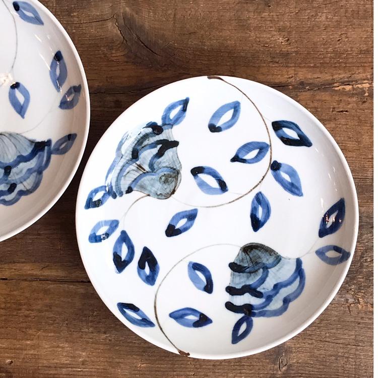 Kutani ware, Kutani Seiyo, Tomoyo Yamazaki, Botankarakusa,zaffer iron porcelain 22.5cm plate
