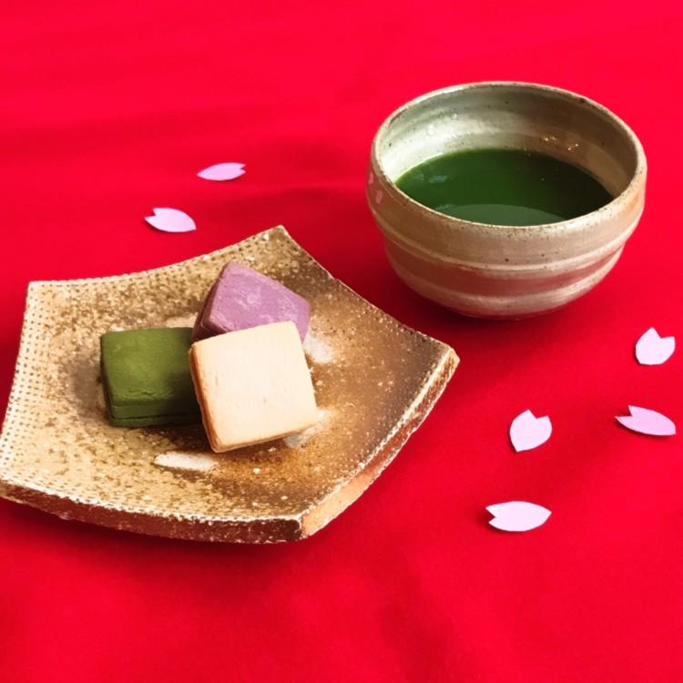 Tomasugama, Tomoo Kawabe, pottery pentagon plate Tomasugama, Tomoo Kawabe, pottery bowl made with a poeder spraying method