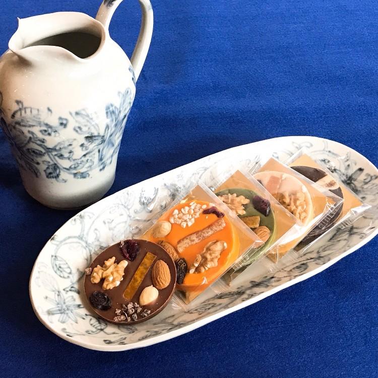 Tenpyougama, Satsuki Oka, flower arabesque pattern plate Tenpyougama, Satsuki Oka, flower arabesque pattern pitcher