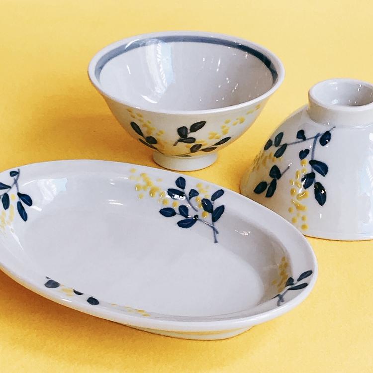 Kutani ware, Kutani Seiyo, Shougo Taka, yellow flowers porcelain ellipse plate and rice bowl