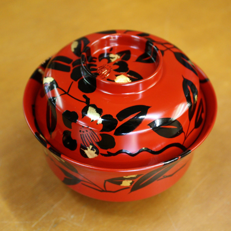 Tenryuji bowl<br /> A small bowl for steamed or simmered food with a  camellia and bright gold-leaf pattern