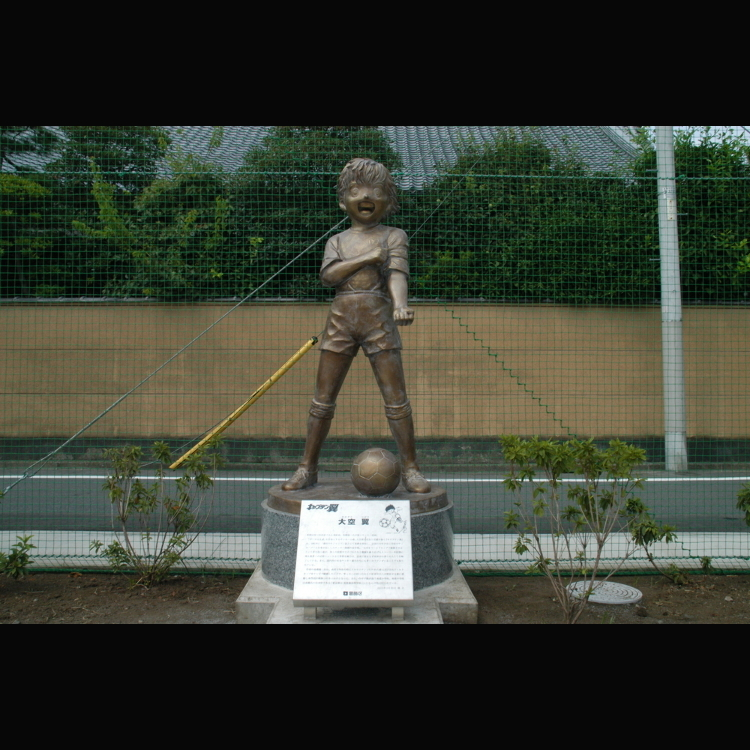 캡틴 츠바사의 오조라 츠바사 동상
