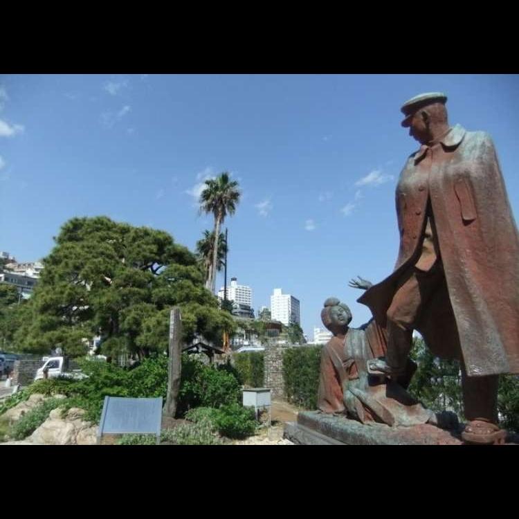 Statue of Kanichi and Omiya